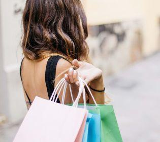 Чорна п'ятниця: що українцям вигідно купувати за кордоном