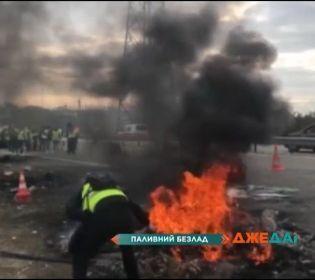 Франція у протестах: жовті жилети перекрили вулиці