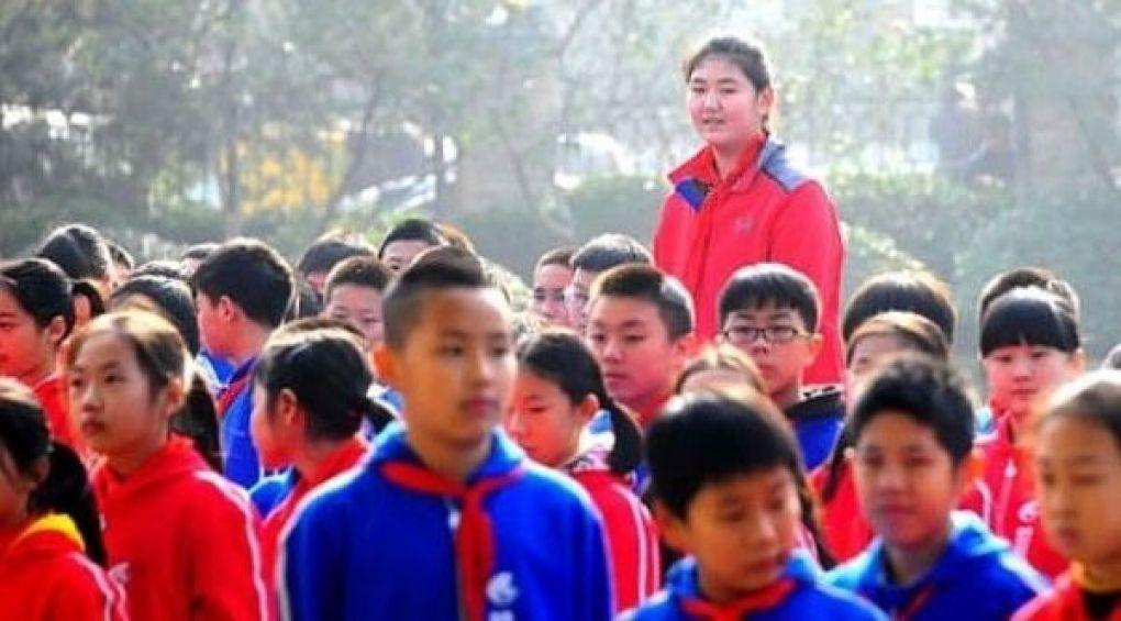 Китаянка стала найвищою дівчинкою у світі