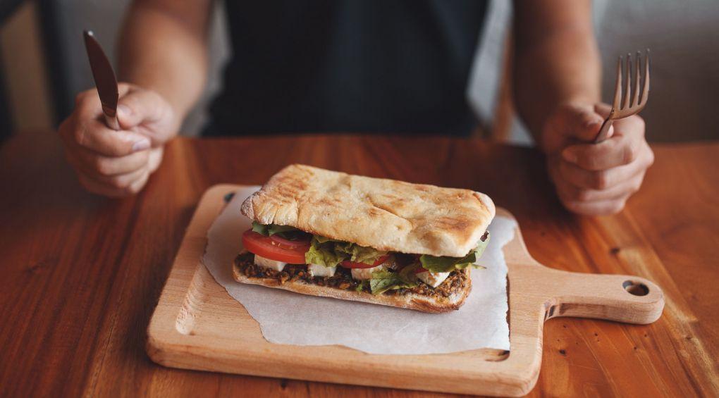 Бутерброди на сніданок: користь чи шкода?