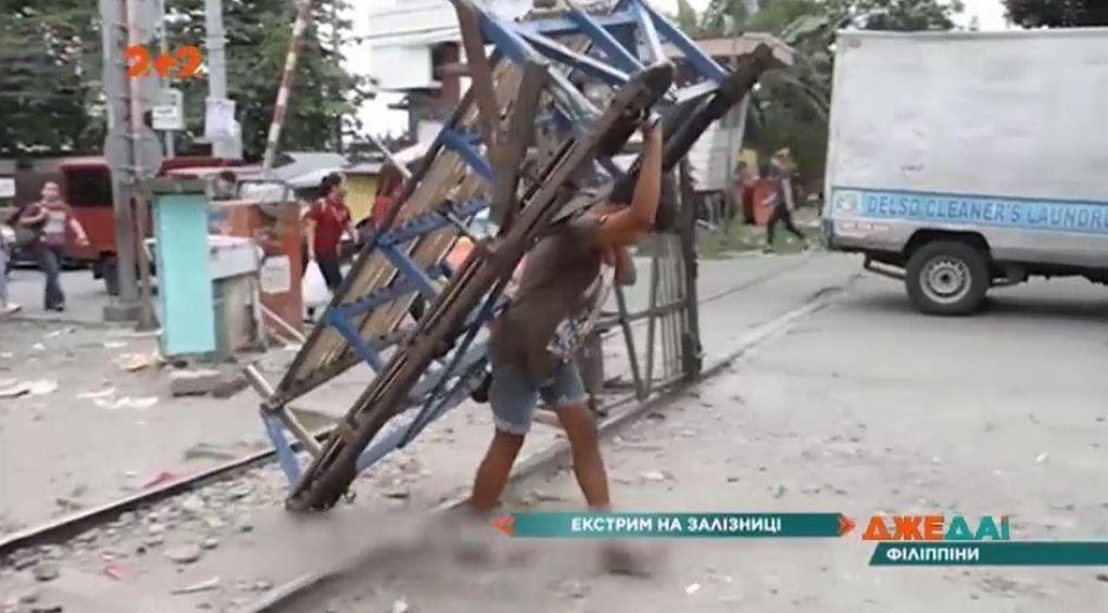 12-летний филиппинец ежедневно подвергает свою жизнь опасности, чтобы заработать на еду