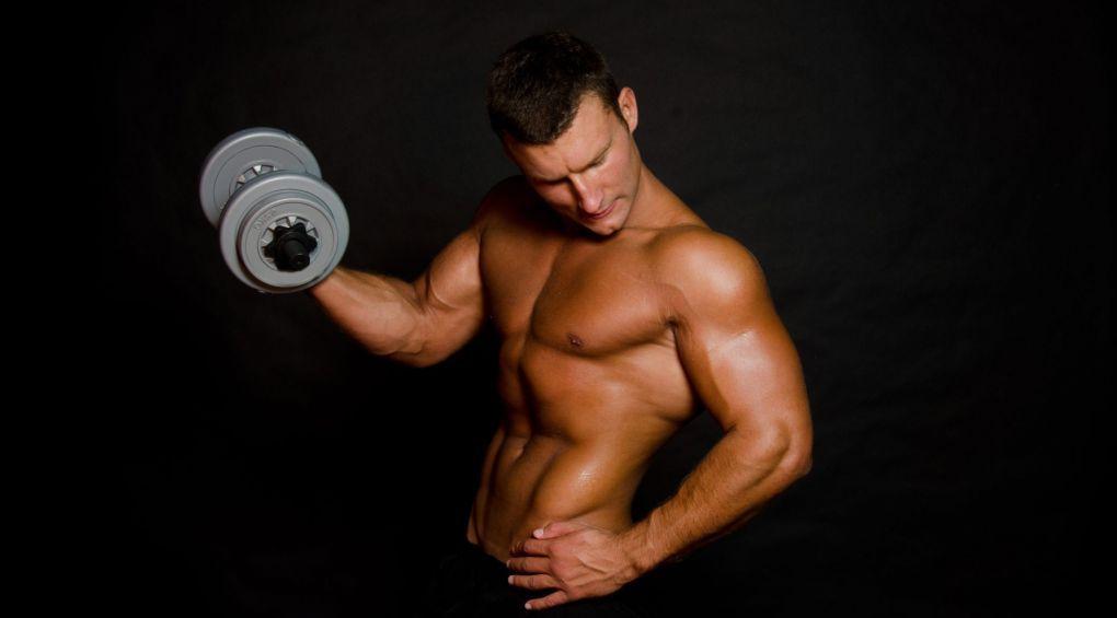 Топ-7 спортивних вправ, які зроблять з чоловіка супер-коханця