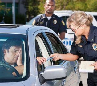 Автолайфхаки: як поводитися, якщо зупинила поліція (ексклюзивний відеокоментар адвоката)