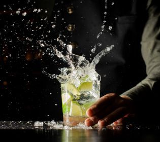 У Празі відкрився бар з роботом-барменом