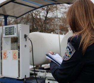 Королі бензоколонки: запорізька поліція накрила АЗС із неякісним пальним