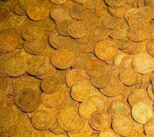 На Сумщині чоловік натрапив на сховок прикрас 5 століття