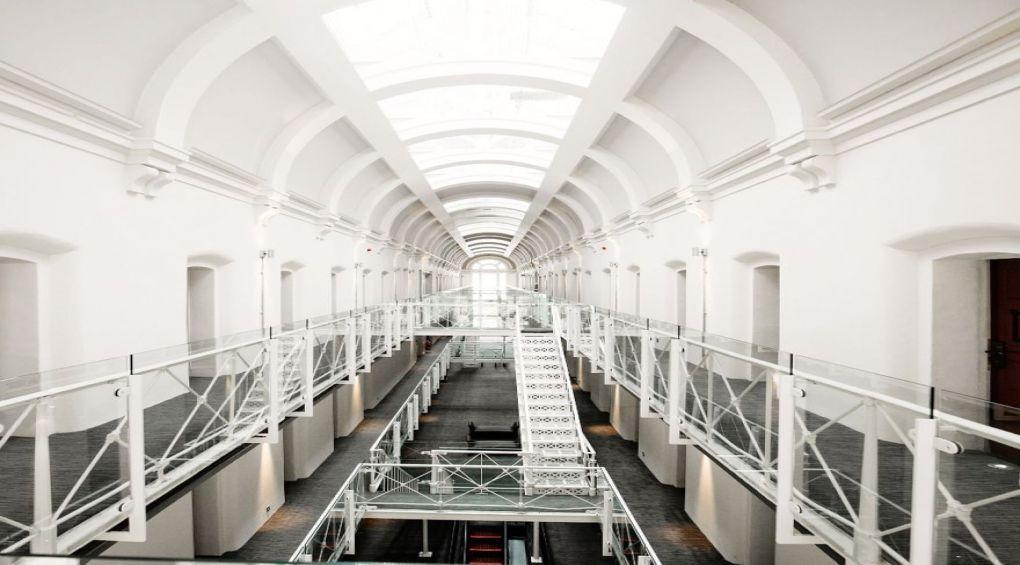 В Нидерландах закрывают тюрьмы и делают из них модные гостиницы