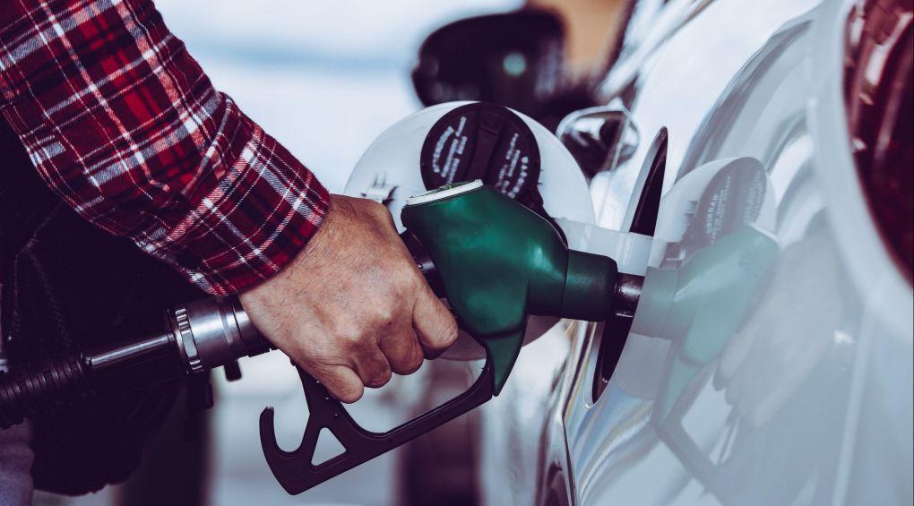 Как отличить качественный бензин от подделки: лайфхаки для водителя
