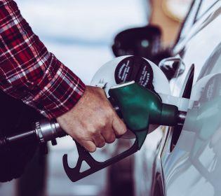 Як відрізнити якісний бензин від підробки: лайфхаки для водія