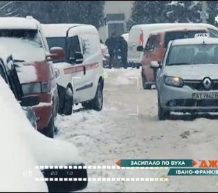 На Прикарпатті стався транспортний колапс