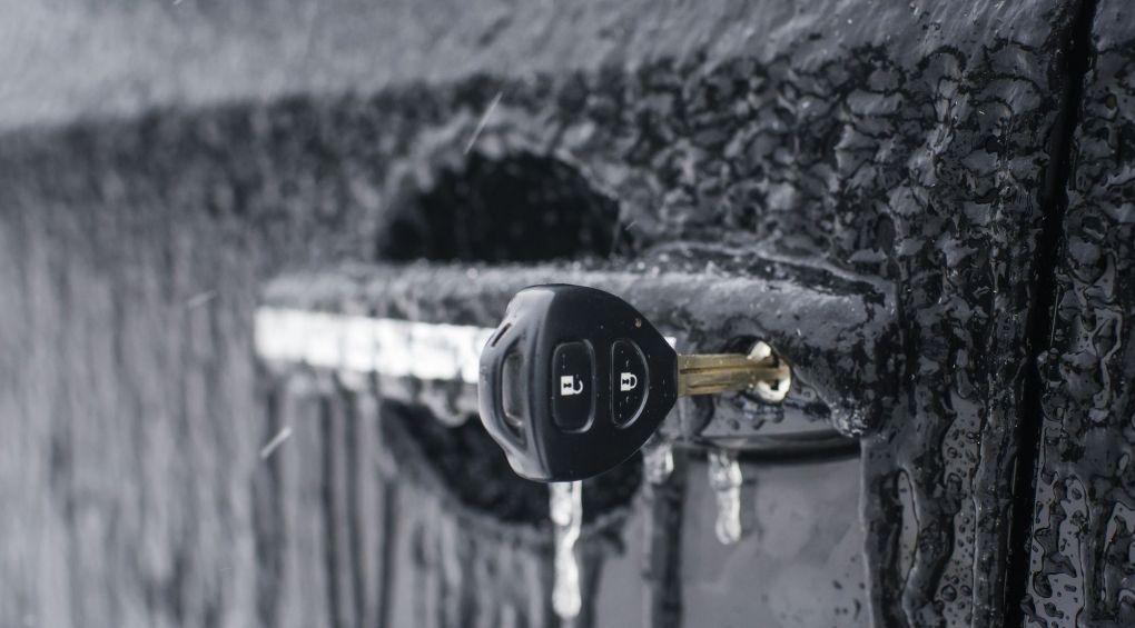 10 способов как открыть замерзшую дверцу автомобиля