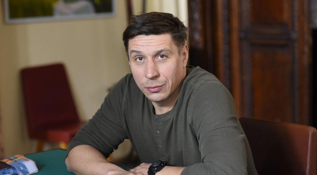 Актор Олександр Пожарський розповів про найцікавіші моменти зі зйомок «Опер за викликом»
