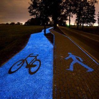 У Польші з'явилася велодоріжка, яка світиться в темряві