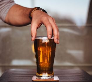 Топ-6 способів дуже швидко охолодити пиво