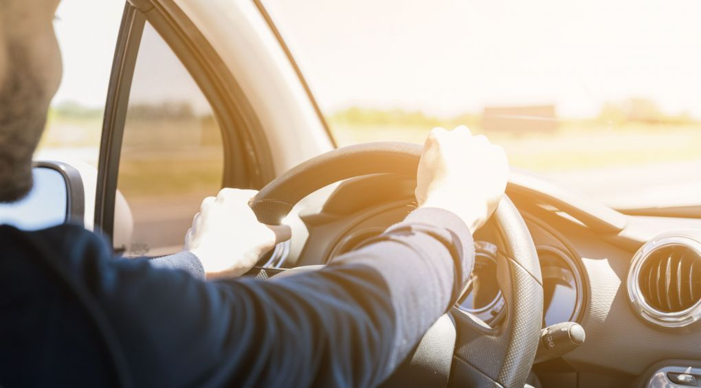 Как правильно сидеть за рулем: пошаговая инструкция