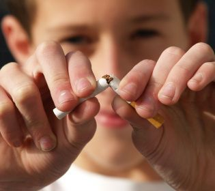 Куріння: Чому українці відмовляються від цигарок