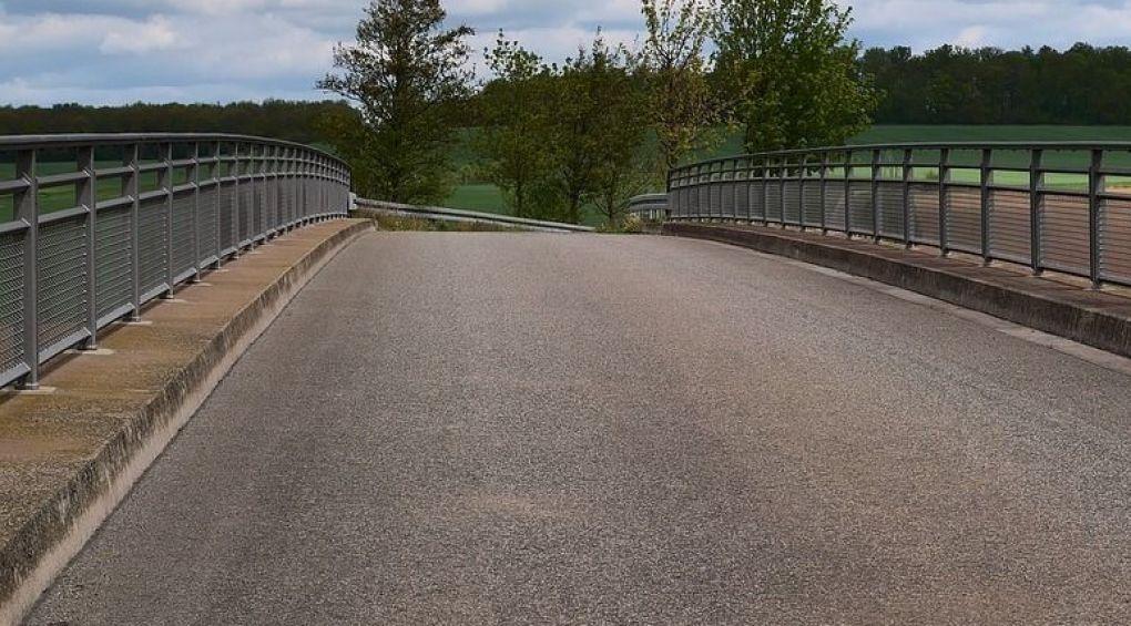 На Борщаговке ремонтируют мост