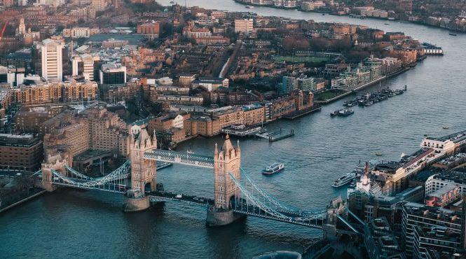 У Лондоні побудують найбільш незвичний басейн у світі