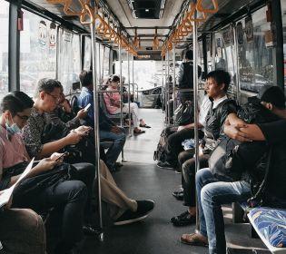Скільки градусів влітку у салоні маршрутки, травмая та вагона метро (відео)