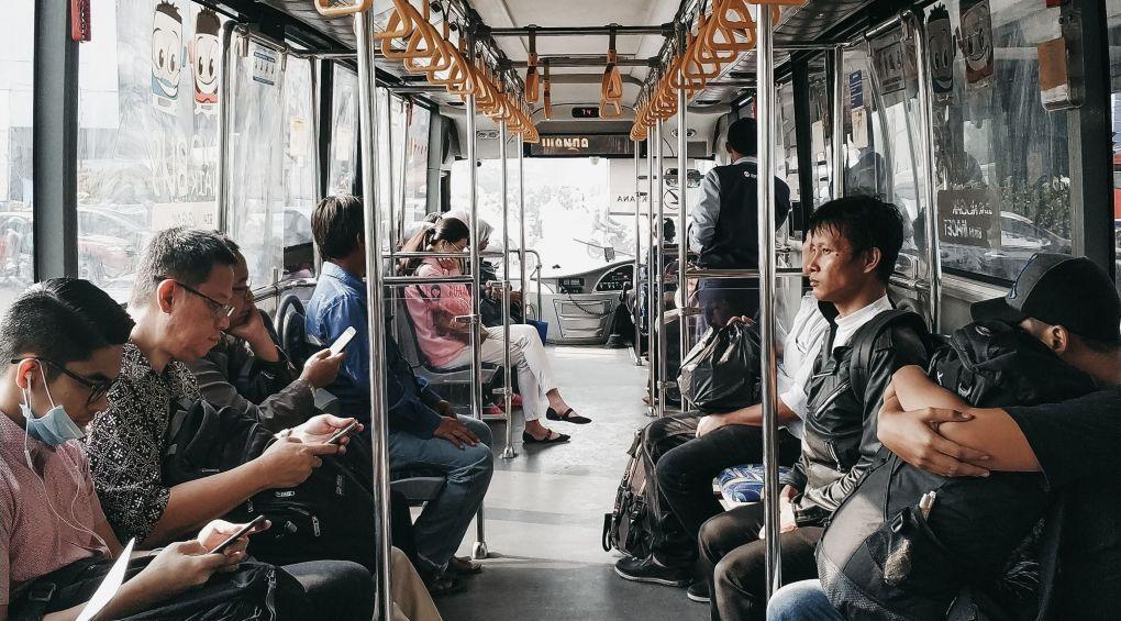 Сколько градусов летом в салоне маршрутки, травмая и вагона метро (видео)