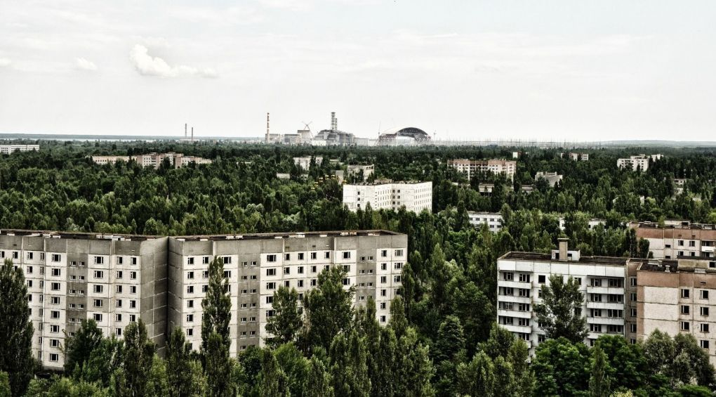 Люди возвращаются к Чернобылю (відео)