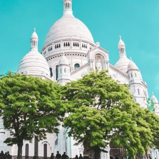 Біля визначних пам'яток Парижа висадять сади й гаї
