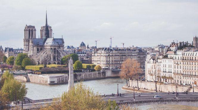 В Париже ограничат движение туристических автобусов