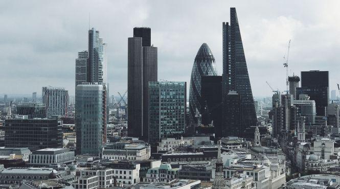 Бьют тревогу: Британские архитекторы призывают запретить стеклянные небоскребы