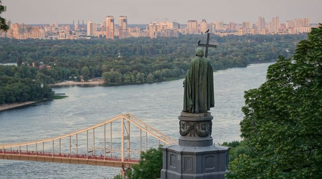 Перші автомати Kyiv Smart Card та нові сходи на Подолі: Що відбулося в Києві цього тижня