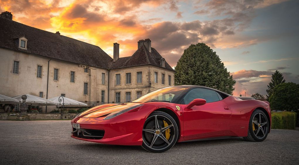 «Звір», а не машина:  Ferrari представила найпотужніший кабріолет у світі (відео)