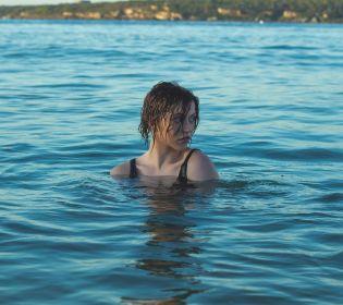 Американську плавчиню позбавили «золота» за дуже відвертий купальник