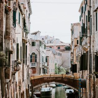 В Венеции «попрощаются» с дешевыми сувенирами