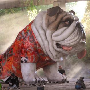 В Киеве появилась огромная скульптура английского бульдога