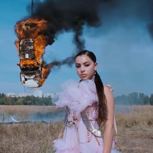Троєщина надихає: Британська співачка та рок-гурт зняли кліпи у спальному районі Києва