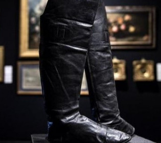 Як нові: На аукціоні продадуть чоботи Наполеона (фото)