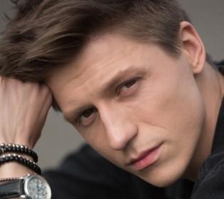 «Шукаю енергію у стосунках»: Ерік Абрамович про творчість, улюблених акторів та мотивацію