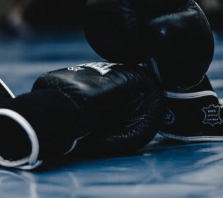 70-летний боксер нокаутировал 43-летнего соперника (видео)
