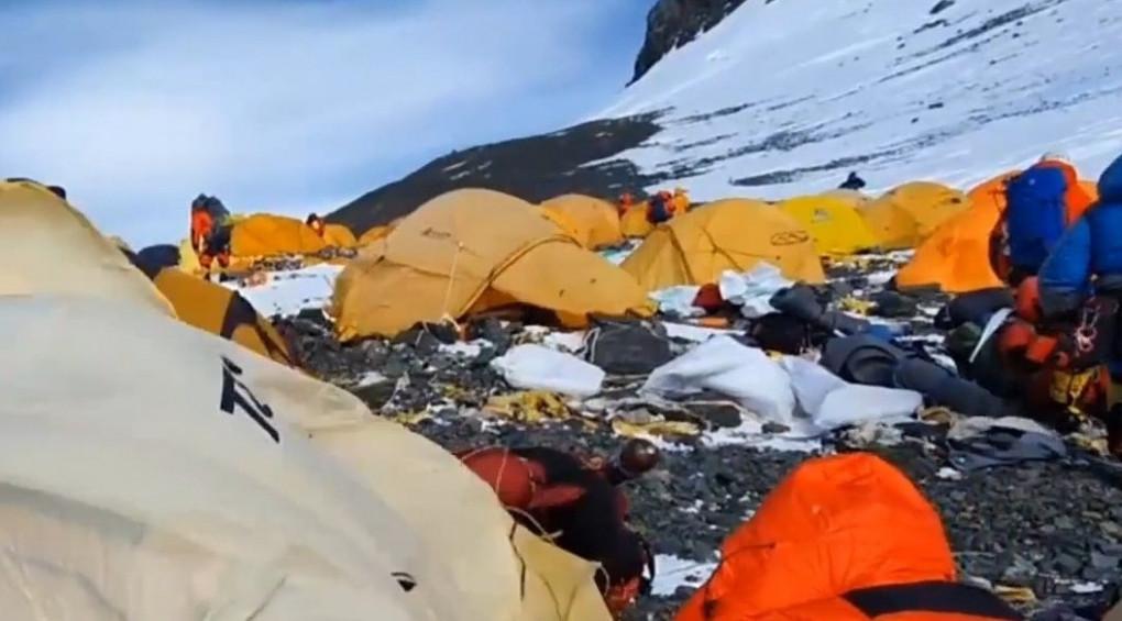 Перший українець, що підкорив Еверест 4 рази, повернувся з експедиції