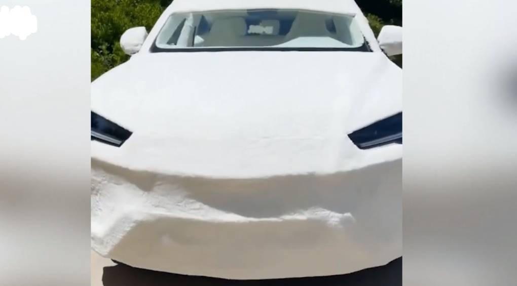 Американська блогерка «одягла» Lamborghini Urus у пухнасту шубу