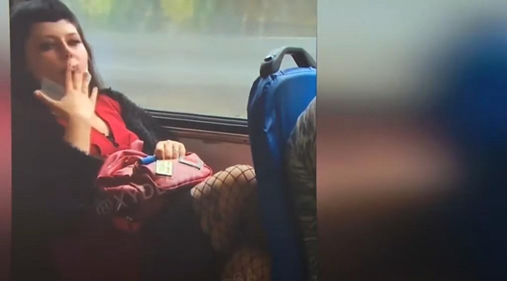 В Одесі жінка закурила в тролейбусі та облаяла правоохоронців