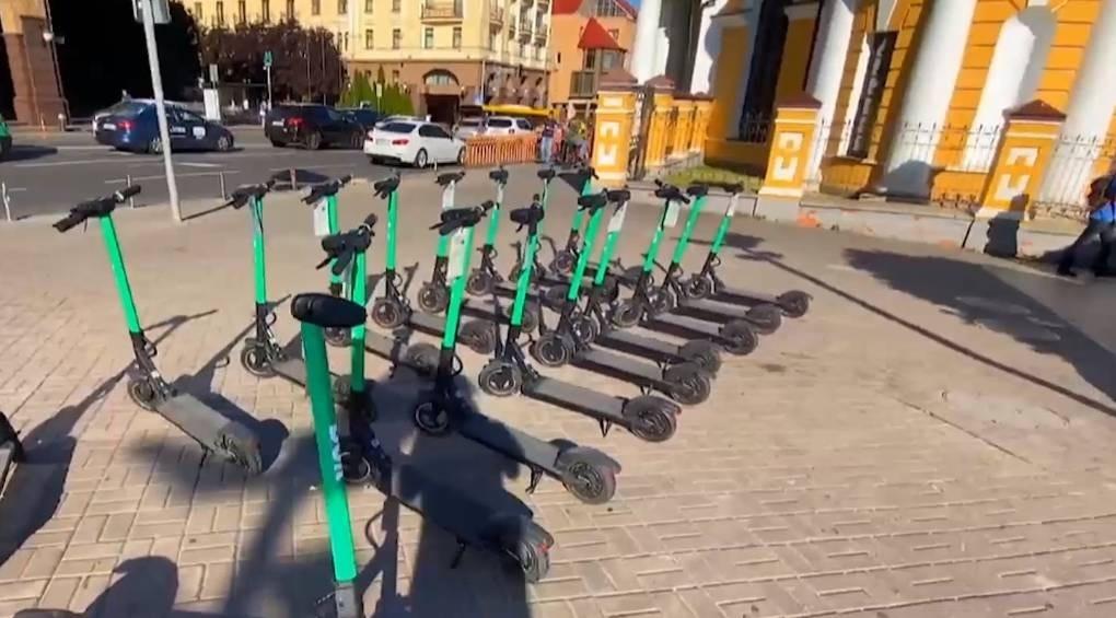 Чи безпечно в Україні їздити на електросамокатах з прокату?