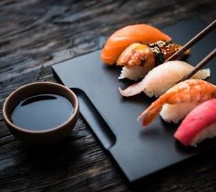 ТОП-10 самых необычных суши в мире