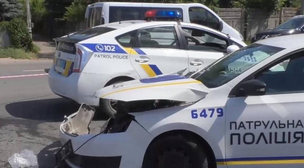 Зухвалий розворот: BMW зніс поліцейську машину