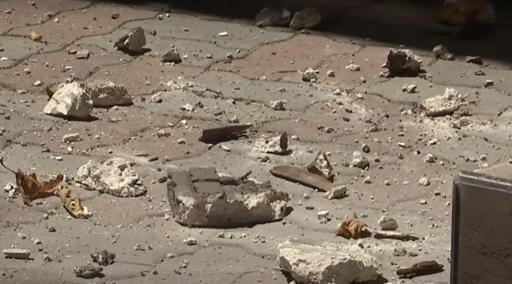 В Одесі впало 20 метрів карнизу: у місті масово сиплються будинки