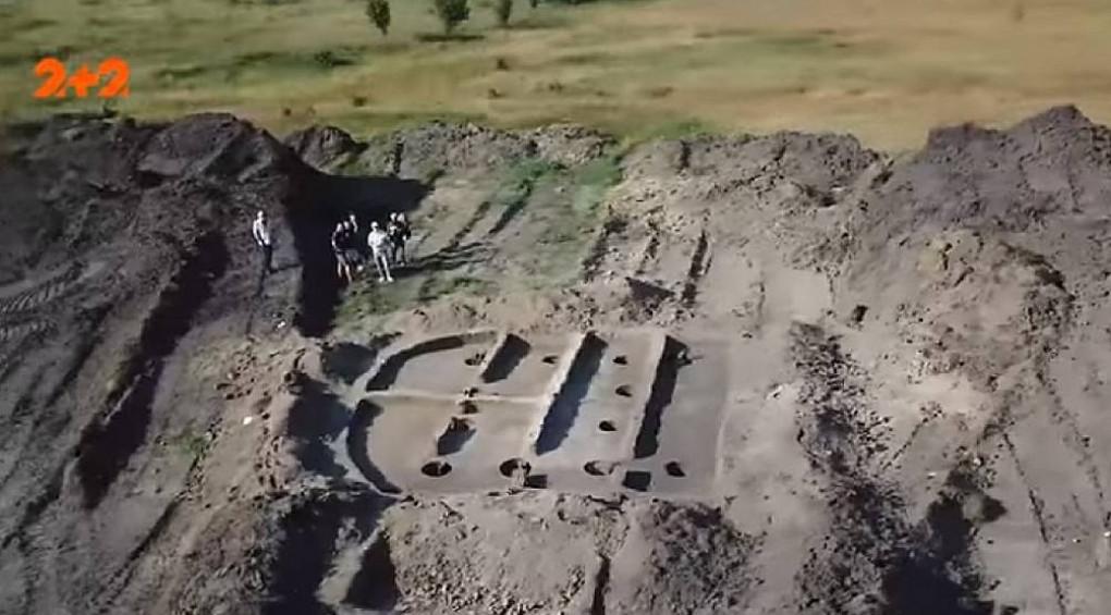 Під час будівництва дороги в Україні знайшли сотні артефактів різного віку
