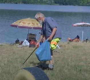 Турист з Німеччини мандрує світом та прибирає сміття: як німець став зіркою соцмереж в Україні