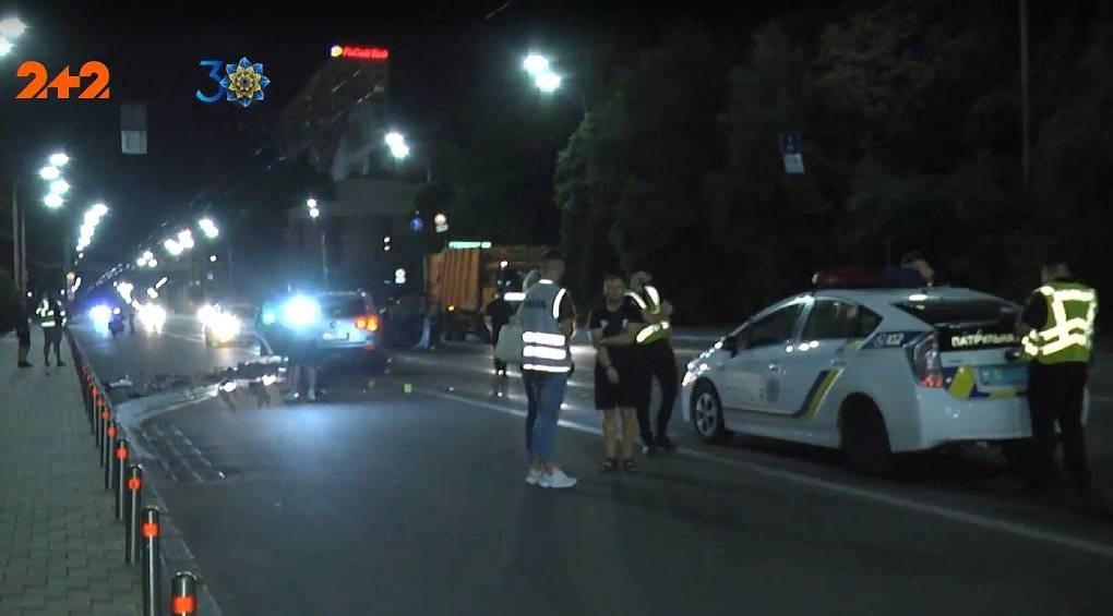 У центрі Києва позашляховик розчавив малолітражку: є жертви