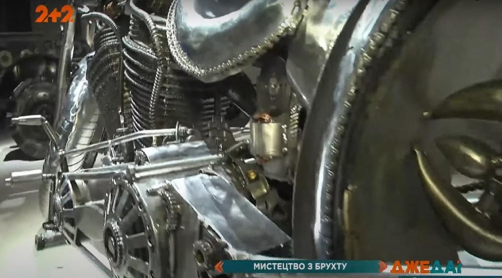 Искусство из хлама: в Киев впервые приехала экспозиция из 600 металлических фигур
