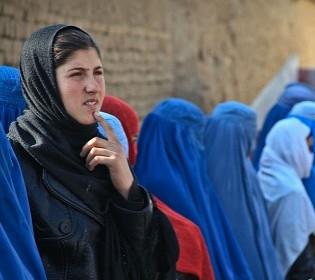 Гюльчатай с английским акцентом: как британский спецотряд эвакуировался из Кабула в парандже