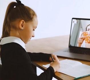Заробити 300 мільйонів на вчителях: хто намагався відмити гроші на закупівлі шкільних ноутбуків